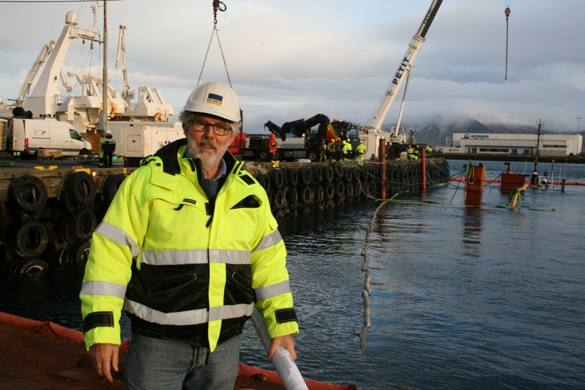 """Our engagement consisted of calculating the stability of the ship and organize the salvage"", says Hjörtur Emilsson the general manager of NAVIS ehf. Behind Hjörtur the MS ""Perla"" can be seen lying submerged and only the aerials of the vessel are visible since those were the only items above sea level, in addition to pumping towers that had been fitted by the salvers."